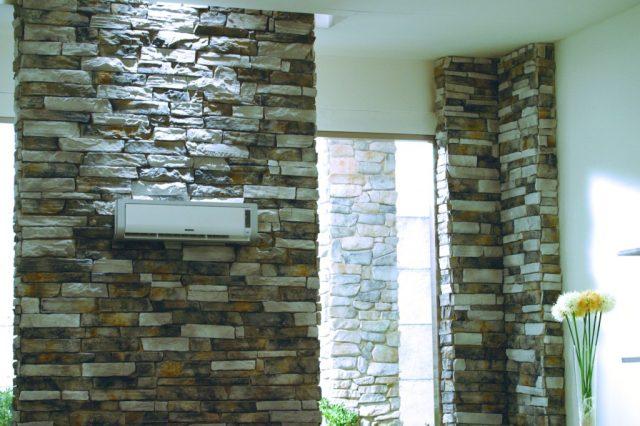 Foto de parede com um ar condicionado instalado